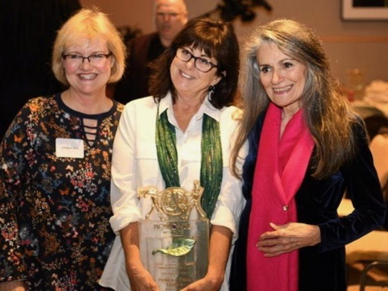 GSDFW award winner and Promise of Peace Gardens founder Elizabeth Dry, center, celebrates with fellow greenies Georgeann Moss, left, and Esther McElfish. Photos by Andrea Ridout and Bill Strode, from Green Source DFW
